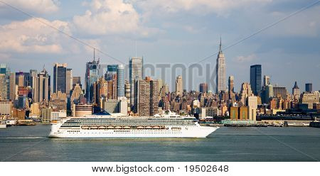 Cruise ship leaving Manhattan with NYC in background.