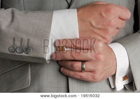 Cuff link Adjustment