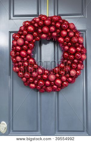 Bright Red Ball Ornaments Wreath