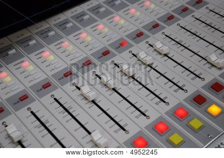Radio Console 8