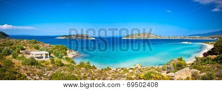 Beautiful Lagonisi beach on the east coast of Sithonia peninsula, Halkidiki, Greece.