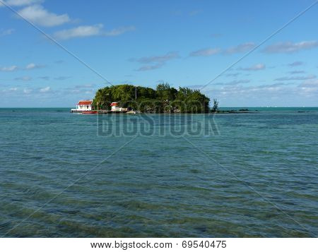 Red Handkerchief Islet