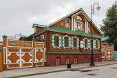 pic of tatar  - decorative wooden houses in old Tatar Sloboda Kazan Russia - JPG
