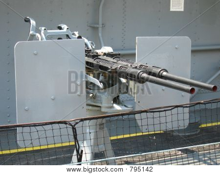 Machine guns on battleship