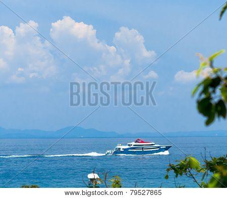 Traveling Overseas Vast Seascape