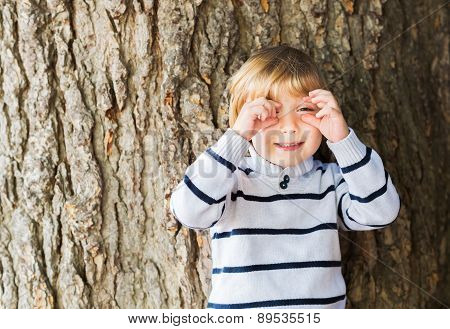 Little boy pretending taking a picture with his hands