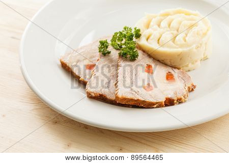 meat with mashed potatoes