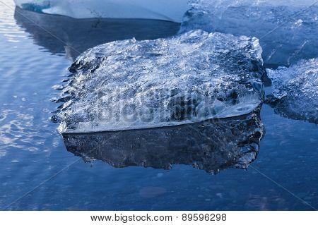 Ice melting on Jokulsarlon lagoon glacier