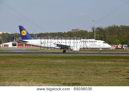 Frankfurt Airport - Jet Aircraft Of Lufthansa Regional Takes Off