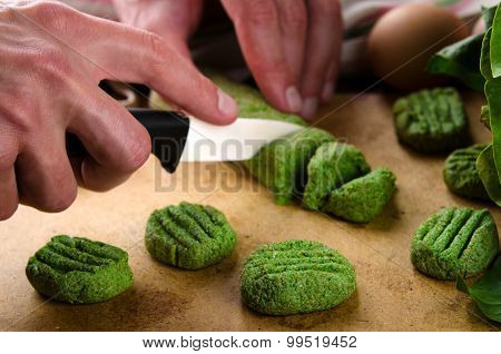 Gnocchi with spinach, basil and lemon