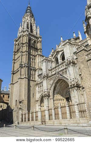 Catholic, majestic facade of the cathedral of Toledo in Spain, beautiful church