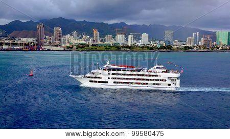 Sunset Dinner Cruise In Honolulu