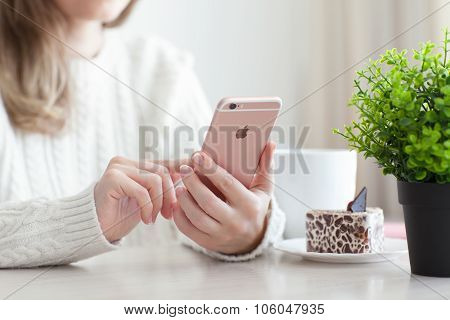 Woman Holding Iphone 6 S Rose Gold In Cafe