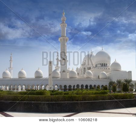 Sheikh Zayed Mosque Front View