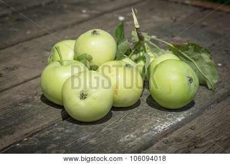 Papirovka Grade Apples, White Apple On Old Wooden Table Top