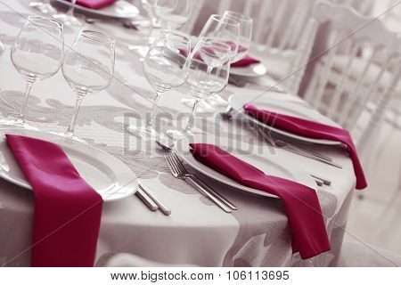 Elegant Wedding Table Arrangement