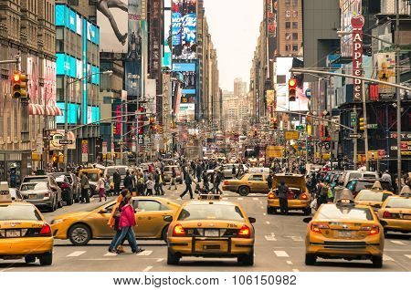 Rush Hour With Cabs and People in Manhattan New York