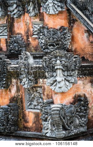 Hindu Small Stony Statues On The Wall-indonesia