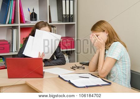 The Girl Was Crying At The Reception Office Worker Covered His Face With Papers