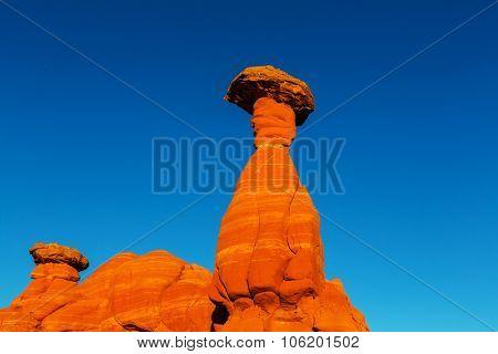 Toadstool hoodoos in the Utah desert, USA.