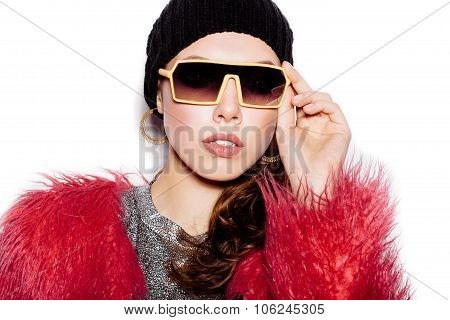Fashion Woman Wearing Sunglasses, Pink Fur Coat, Black Beanie Hat