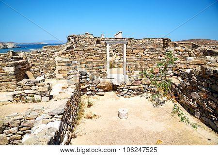 Famous   In Delos  The Historycal   Ruin Site