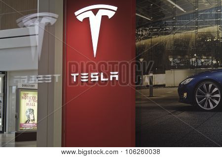 Indianapolis - Circa October 2015: Tesla Motors Store In Indianapolis Selling Electric Cars II
