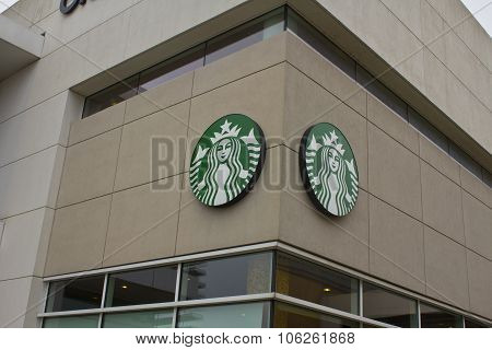 Indianapolis - Circa October 2015: Starbucks Retail Coffee Store In Indianapolis I