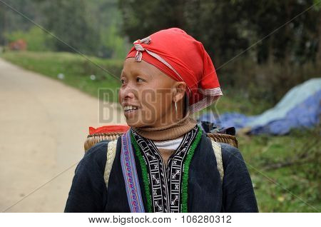 Red Dao (yao, Dzao) Chinese Minority Woman In Traditional Clothes In Sapa, Vietnam