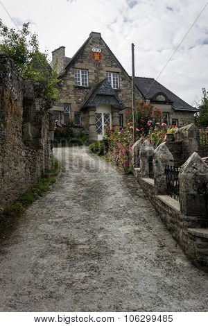 Old Stone Cottage In Dinan, Brittany France