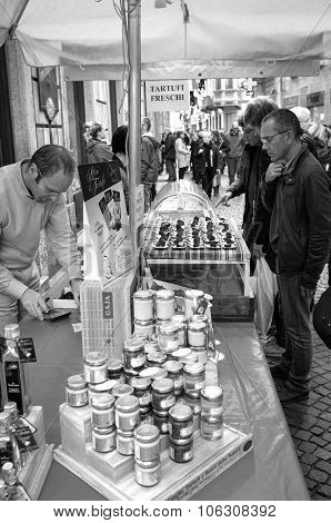 Alba (Cuneo), the truffles market. Black and white photo.