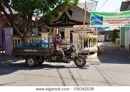 Man Transport Water Botles In The Streets Of Manado