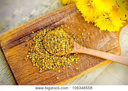 Pollen granules in wooden spoon