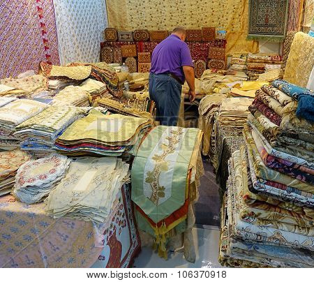 Selling Oriental Carpets And Rugs