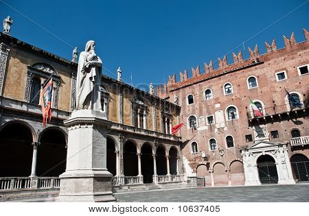 Piazza Dante In Verona