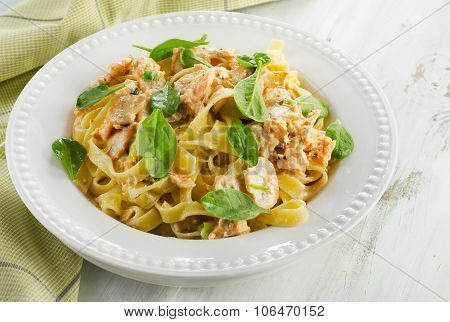 Pasta With Mushrooms, Spinach And Cream Sauce.