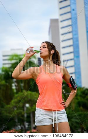 Fitness Woman Driking Water On Workout Rest