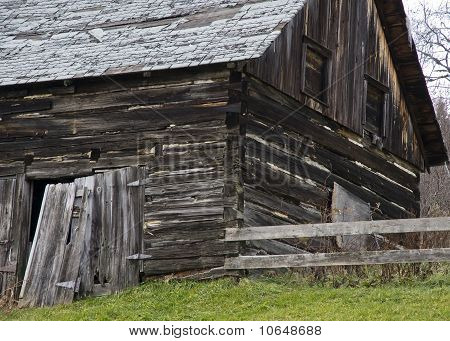 corner of old barn with dovetail corners