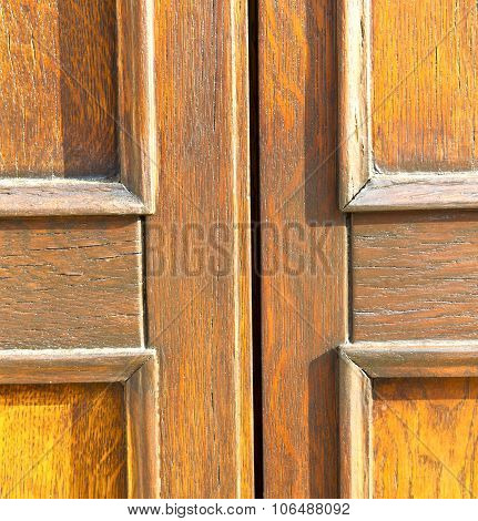In Mozzate  A  Door Curch  Closed Metal Wood Italy  Lombardy   Milan