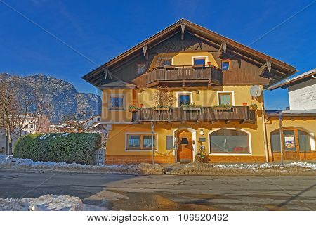 Charming Yellow House In Garmisch-partenkirchen