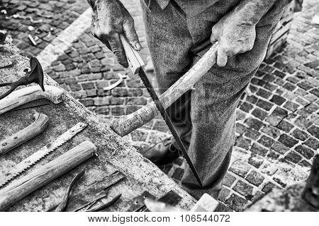Old Craftsman Builds Hacksaw.