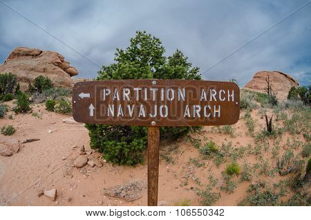 Partition And Navajo Signs With Fisheye