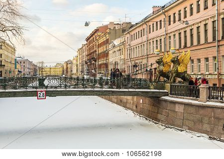 Tourists And Townspeople At Griffon Sculpture Of Bank Bridge In St.petersburg