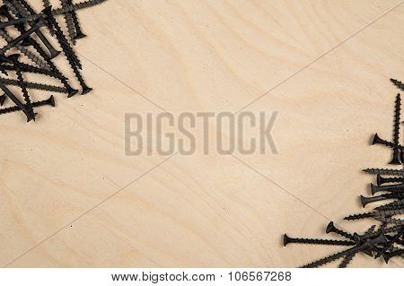 Screws on diagonal of wood plate