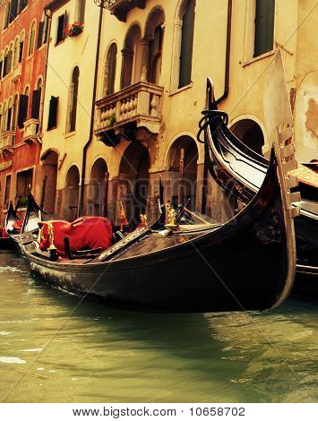 Picture of a traditional Venice gondola ride