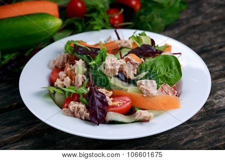 Tuna Salad With Spinach, Rocket, Red Ruby Chard, Tomatoes, Cucumbers, Carrot, Red Onion