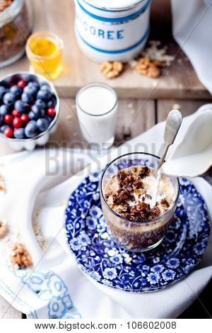 Oatmeal granola glazed with molasses, coffee, milk, fresh berries.