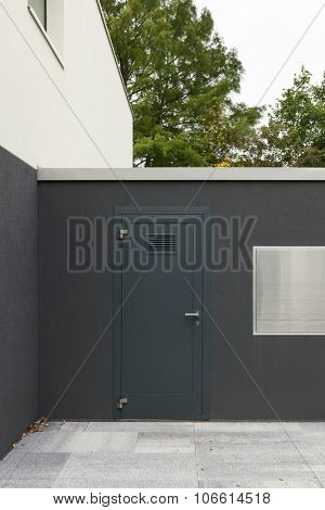 door into a courtyard of new apartment buildings