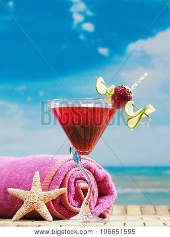 strawberry daiquiri cocktails on the beach