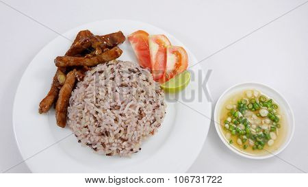 Brown rice and stir fried pork with soy sauce and chili fish sauce
